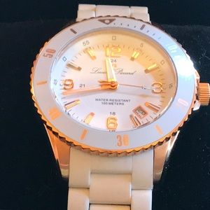 White Ceramic Watch..NWOT🌺